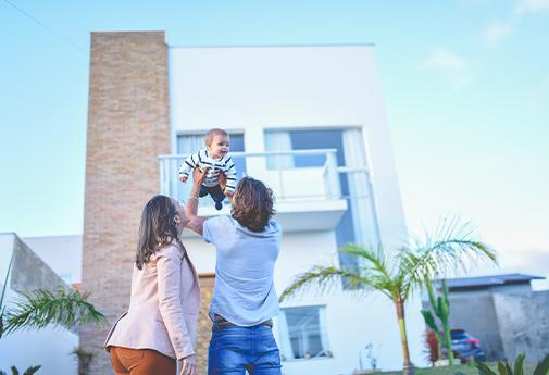 Família morando em residencial de Itararé